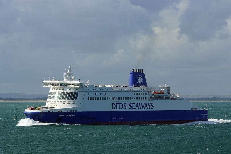 DFDS Seaways Fähre auf dem Weg nach Dünkirchen.jpg