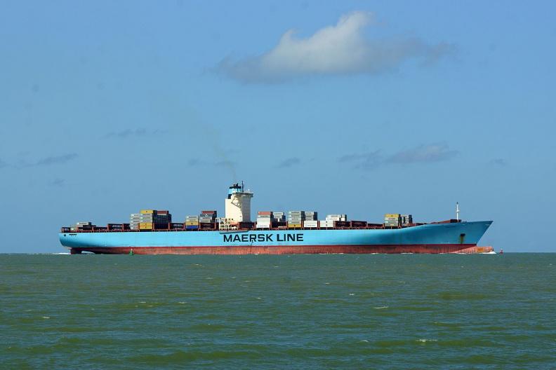 Fast leere Emma Maersk auf dem Weg nach Antwerpen.jpg