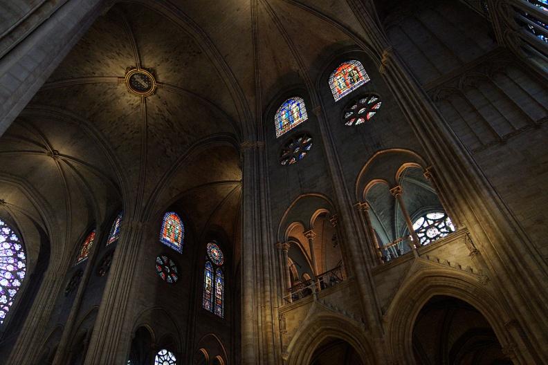 In der Cathedrale Notre Dame.jpg