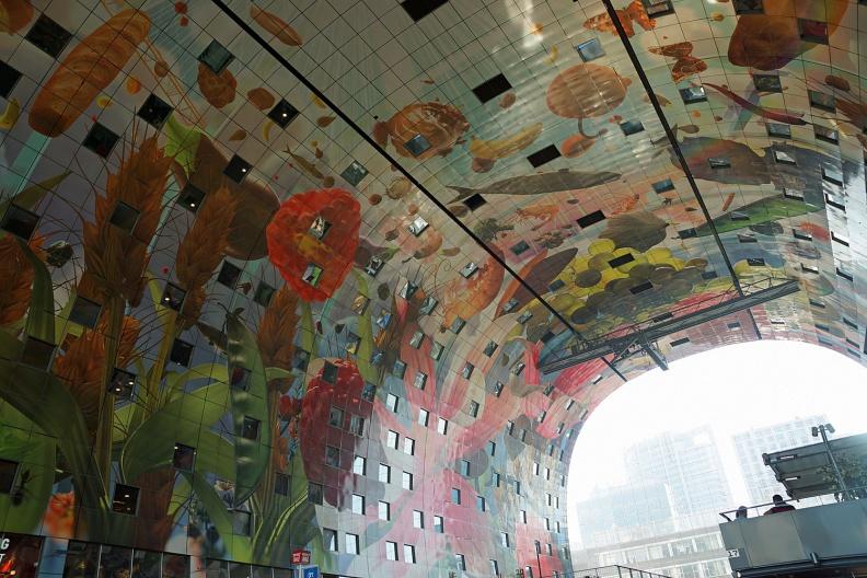 Innengestaltung der Rotterdamer Markthalle.jpg