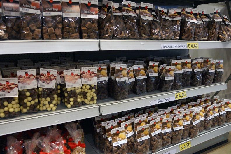 Schokolade in belgischer Schokoladenfabrik.jpg