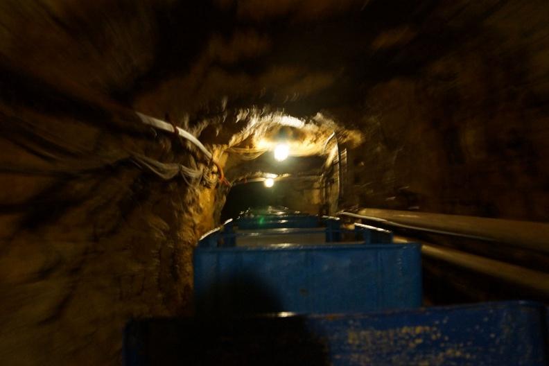 """Fahrt mit der Grubenbahn im Besucherbergwerk """"Drei Kronen Ehrt"""".jpg"""