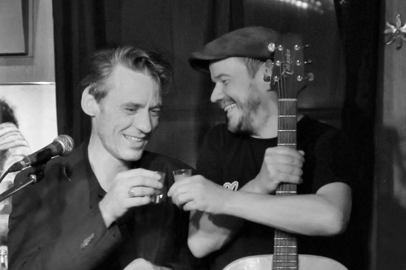 Sven Panne und Rüdiger Bierhorst feiern den Abend.jpg