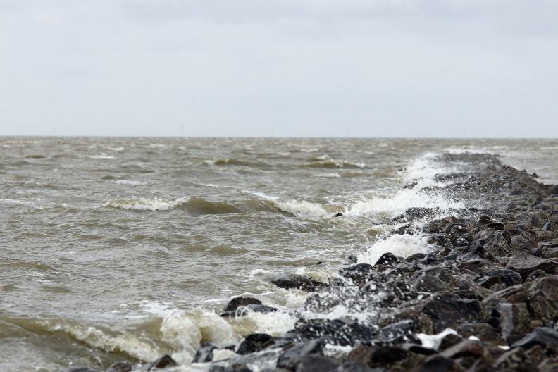 Aufgewühlte See am Trischendamm.jpg