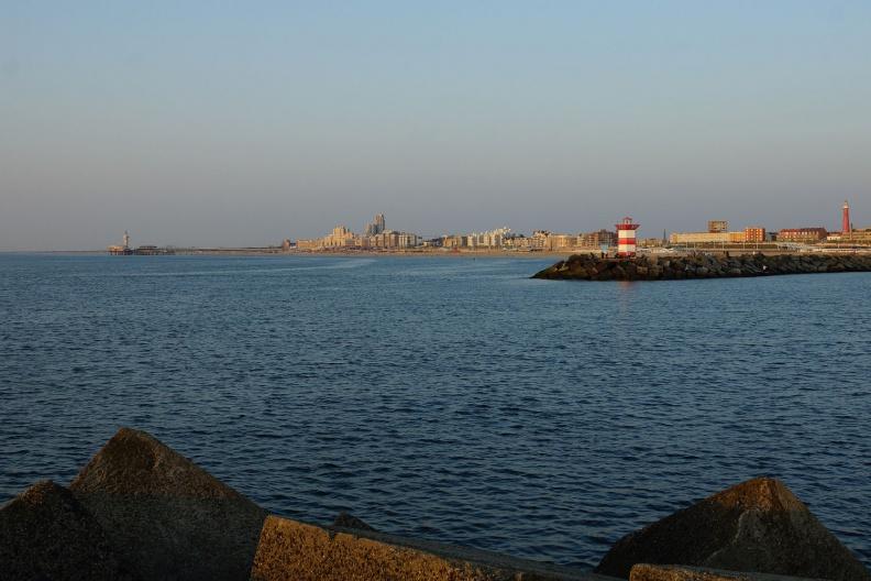 Blick über die Hafeneinfahrt von Den Haag.jpg