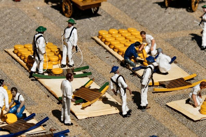 Der Käsemarkt aus Alkmaar im Madurodam.jpg