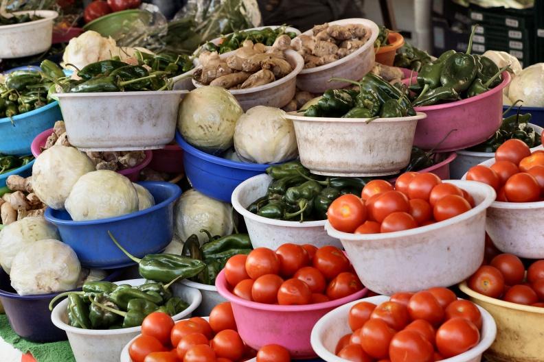 Gemüseschalen auf dem Haagse Markt.jpg
