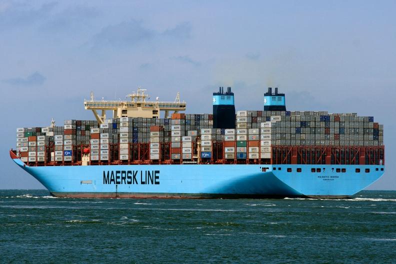 Majestic Maersk verlaesst Rotterdam.jpg