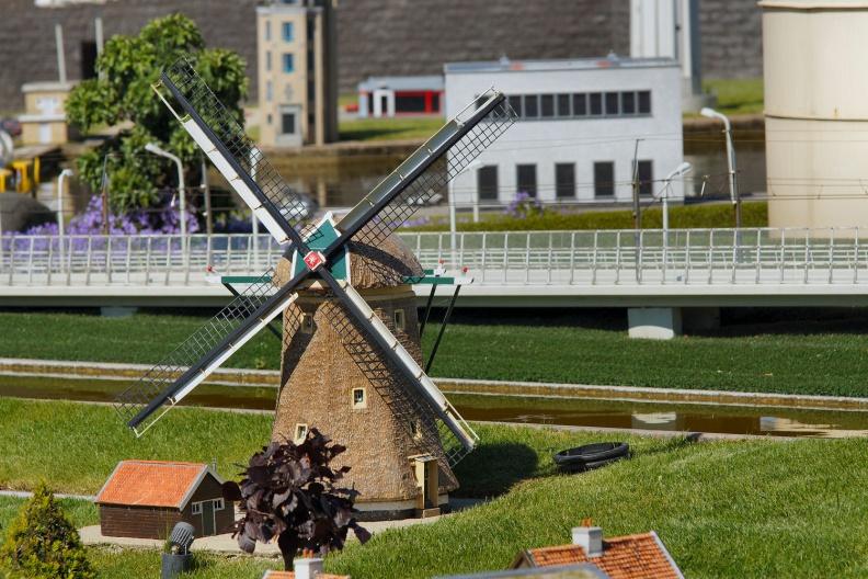 Niederländische Windmühle im Madurodam.jpg