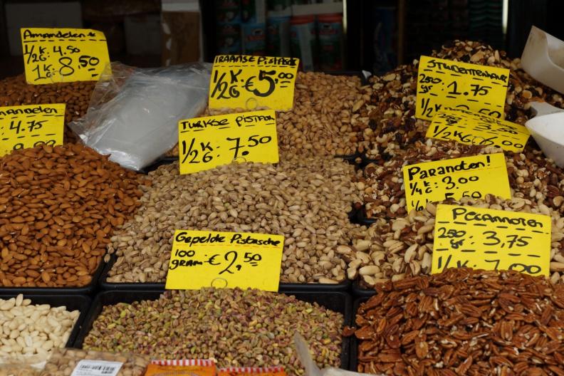 Nüsse auf dem Haagse Markt.jpg