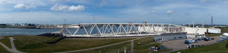 Panorama des Maeslant-Sturmflutwehrs.jpg
