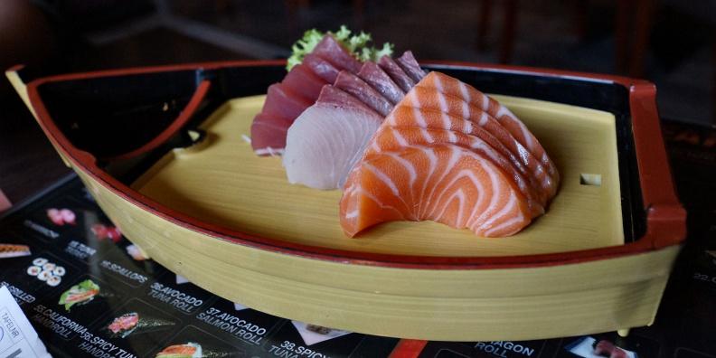 Sashimi Boat im Kyoto Cafe.jpg