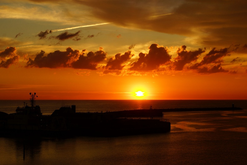 Wunderschöner Sonnenuntergang in Scheveningen.jpg