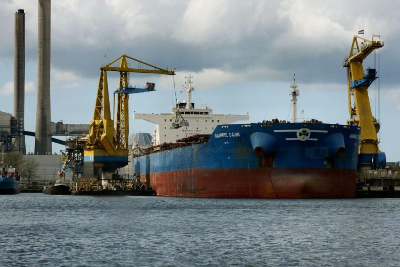 Frachtschiff im Hafen von Amsterdam.jpg