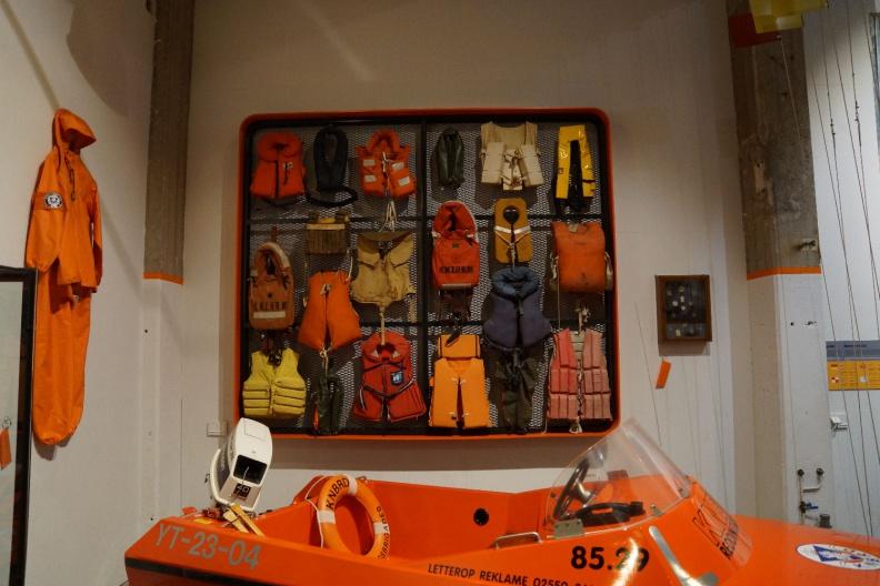 Schwimmwesten im Rettungsbootmuseum.jpg