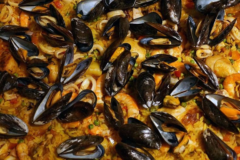 Paella mit Muscheln.jpg