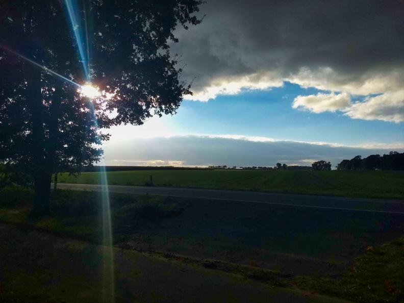 Landschaft im Gegenlicht.jpg